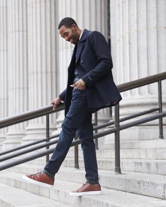 Как и с чем носить: темно-синее полупальто, темно-серый свитер с v-образным вырезом, белая рубашка с длинным рукавом, темно-синие джинсы