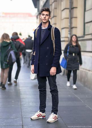 Как и с чем носить: темно-синее полупальто, темно-серый свитшот, белая футболка на пуговицах, черные брюки чинос