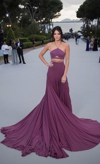 Как Kendall Jenner носит Пурпурное вечернее платье со складками