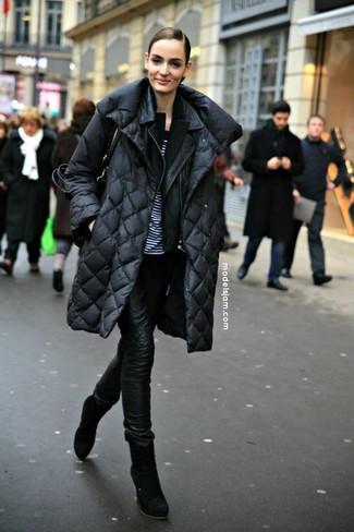 Как и с чем носить: черный пуховик, черная кожаная косуха, черный пиджак, бело-черная футболка с круглым вырезом в горизонтальную полоску
