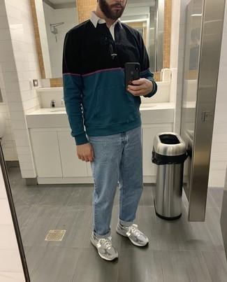 Мужские луки весна: Комбо из разноцветного свитера с воротником поло и голубых джинсов может стать отличным образом для офиса. Почему бы не добавить в этот образ толику легкой небрежности с помощью серых кроссовок? Когда на смену холодной зиме приходит ласковая весна, мы стремимся одеваться по моде и выглядеть на все сто, обращая на себя внимание красивых дам. Такой образ уж точно поможет достичь желаемого результата.