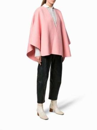 Розовое пальто-накидка: с чем носить и как сочетать: Розовое пальто-накидка и черные кожаные широкие брюки — необходимые вещи в гардеробе барышень с хорошим чувством стиля. В сочетании с этим образом наиболее удачно будут смотреться бежевые кожаные ботильоны.