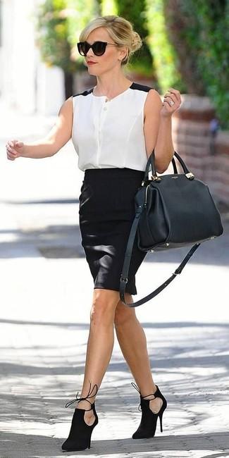 Как и с чем носить: бело-черная шифоновая рубашка без рукавов, черная юбка-карандаш, черные замшевые ботильоны с вырезом, черная кожаная сумка-саквояж