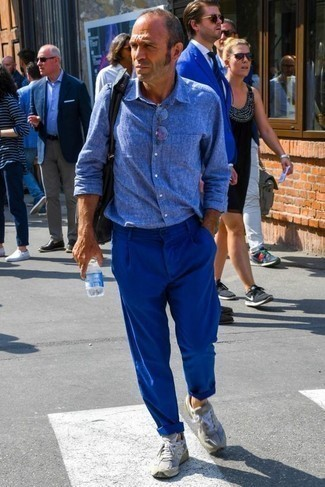 Оранжевые носки: с чем носить и как сочетать мужчине: Если ты запланировал сумасшедший день, сочетание синей льняной рубашки с длинным рукавом и оранжевых носков позволит составить функциональный образ в стиле кэжуал. В тандеме с этим ансамблем наиболее удачно будут смотреться серые кроссовки.