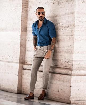 Как и с чем носить: темно-бирюзовая рубашка с длинным рукавом, бежевые брюки чинос в шотландскую клетку, темно-коричневые кожаные монки с двумя ремешками, черные солнцезащитные очки