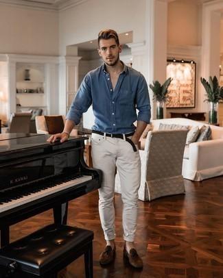 С чем носить синюю рубашку с длинным рукавом мужчине: Сочетание синей рубашки с длинным рукавом и белых джинсов вне всякого сомнения будет привлекать внимание прекрасных женщин. В паре с коричневыми замшевыми лоферами с кисточками такой ансамбль смотрится особенно выгодно.