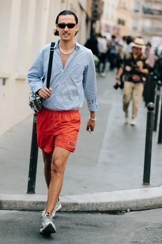 С чем носить разноцветную поясную сумку из плотной ткани мужчине: Голубая рубашка с длинным рукавом и разноцветная поясная сумка из плотной ткани позволят создать легкий и удобный ансамбль для выходного дня в парке или вечера в баре с друзьями. В тандеме с этим луком удачно будут смотреться серые кроссовки.