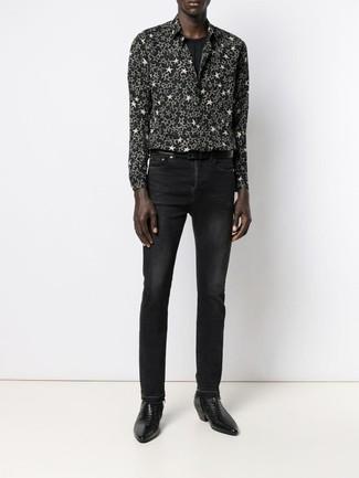 Как и с чем носить: черно-белая рубашка с длинным рукавом со звездами, черная футболка с круглым вырезом, черные джинсы, черные кожаные ботинки челси