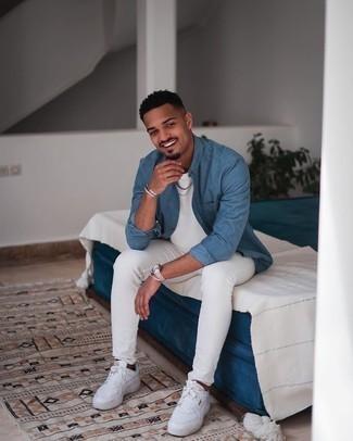 С чем носить синюю рубашку с длинным рукавом мужчине: Синяя рубашка с длинным рукавом и белые зауженные джинсы — неотъемлемые предметы в гардеробе джентльменов с хорошим вкусом в одежде. Весьма гармонично здесь смотрятся белые кожаные низкие кеды.