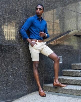С чем носить синюю рубашку с длинным рукавом мужчине: Синяя рубашка с длинным рукавом в паре с бежевыми шортами — замечательный вариант для создания мужского ансамбля в стиле smart casual. В паре с коричневыми кожаными лоферами такой ансамбль выглядит особенно выгодно.
