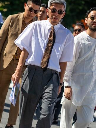 Как и с чем носить: белая рубашка с коротким рукавом, серые классические брюки, коричневый галстук в горизонтальную полоску, темно-коричневые солнцезащитные очки