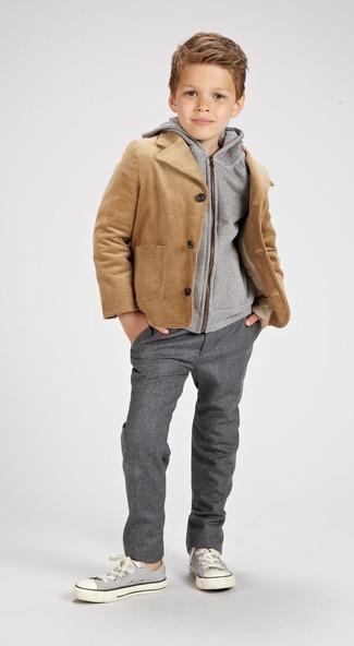 Как и с чем носить: светло-коричневая куртка, серый худи, серые брюки, серые кеды
