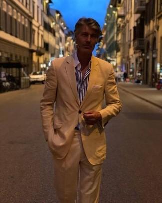 Как и с чем носить: светло-коричневый костюм, бело-темно-синяя классическая рубашка в вертикальную полоску