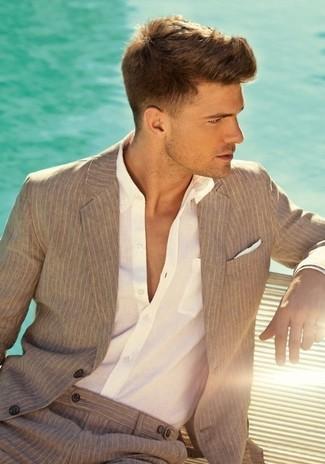 Как и с чем носить: светло-коричневый пиджак в вертикальную полоску, белая классическая рубашка, светло-коричневые классические брюки в вертикальную полоску, белый шелковый нагрудный платок