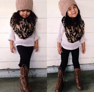 Как и с чем носить: белый свитер, черные леггинсы, темно-коричневые ботинки, светло-коричневая шапка