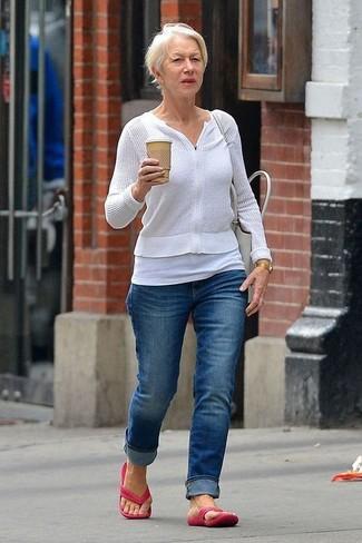 Как и с чем носить: белый свитер на молнии, белая майка, синие джинсы, ярко-розовые вьетнамки
