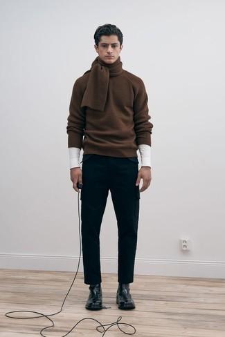 С чем носить коричневый свитер с круглым вырезом мужчине: Коричневый свитер с круглым вырезом и черные брюки карго — необходимые вещи в гардеробе джентльменов с превосходным вкусом в одежде. Хочешь сделать лук немного элегантнее? Тогда в качестве дополнения к этому ансамблю, выбирай черные кожаные ботинки челси.