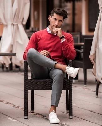 Черные кожаные часы: с чем носить и как сочетать мужчине: Если ты делаешь ставку на комфорт и практичность, красный свитер с круглым вырезом и черные кожаные часы — отличный выбор для привлекательного мужского лука на каждый день. Думаешь сделать образ немного строже? Тогда в качестве дополнения к этому ансамблю, стоит обратить внимание на белые низкие кеды.