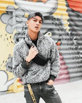 Темно-серые рваные джинсы: с чем носить и как сочетать мужчине: Дуэт черного свитера с круглым вырезом и темно-серых рваных джинсов - самый простой из возможных луков для активного досуга.