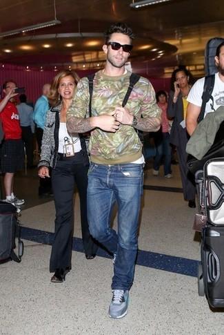 свитер с круглым вырезом футболка с круглым вырезом джинсы кроссовки для бега солнцезащитные очки large 5238