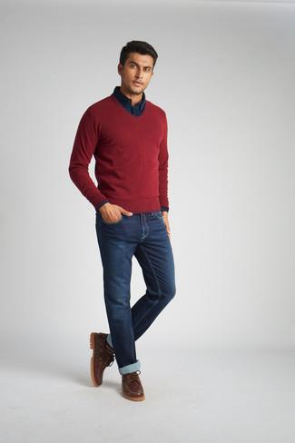 Темно-синяя рубашка с длинным рукавом: с чем носить и как сочетать мужчине: Комбо из темно-синей рубашки с длинным рукавом и темно-синих джинсов без сомнений будет привлекать взоры прекрасных дам. Коричневые кожаные топсайдеры — хороший вариант, чтобы завершить лук.