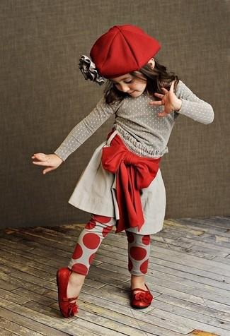 Как и с чем носить: серый свитер, серая юбка, красные леггинсы, красные балетки
