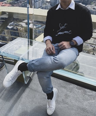 С чем носить черно-белый свитшот с принтом мужчине: В тандеме друг с другом черно-белый свитшот с принтом и голубые джинсы будут смотреться наиболее выгодно. В сочетании с этим луком наиболее удачно выглядят белые кожаные низкие кеды.