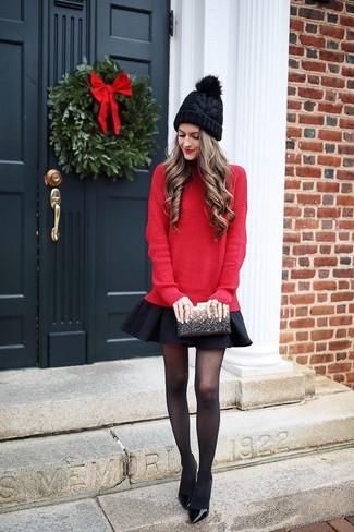 Если день обещает быть насыщенным, сочетание красного свободного свитера и черной короткой юбки-солнце поможет составить удобный ансамбль в стиле casual. В сочетании с черными кожаными туфлями такой ансамбль выглядит особенно стильно.