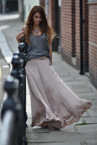 Как и с чем носить: серая майка, серая шелковая длинная юбка