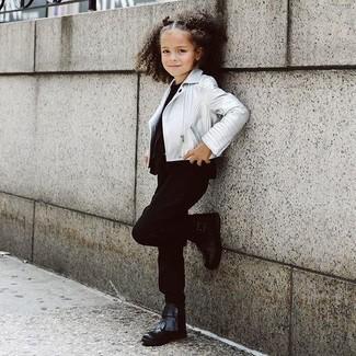 Как и с чем носить: серебряная кожаная куртка, черная футболка, черные брюки, черные ботинки