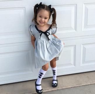 Как и с чем носить: серебряное платье, черные балетки, бело-черные носки