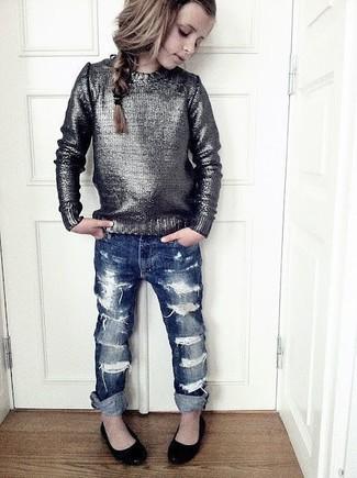 Как и с чем носить: серебряный свитер, темно-синие джинсы, черные балетки