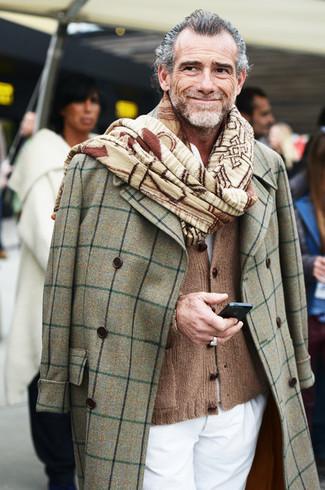 серое длинное пальто коричневый кардиган белые брюки чинос светло коричневый шарф large 969