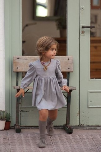 Как и с чем носить: серое платье, серые оксфорды, серые носки