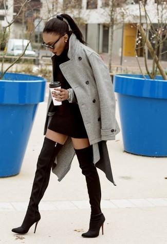Модный лук: Серое полупальто, Черное платье-свитер, Черные замшевые ботфорты