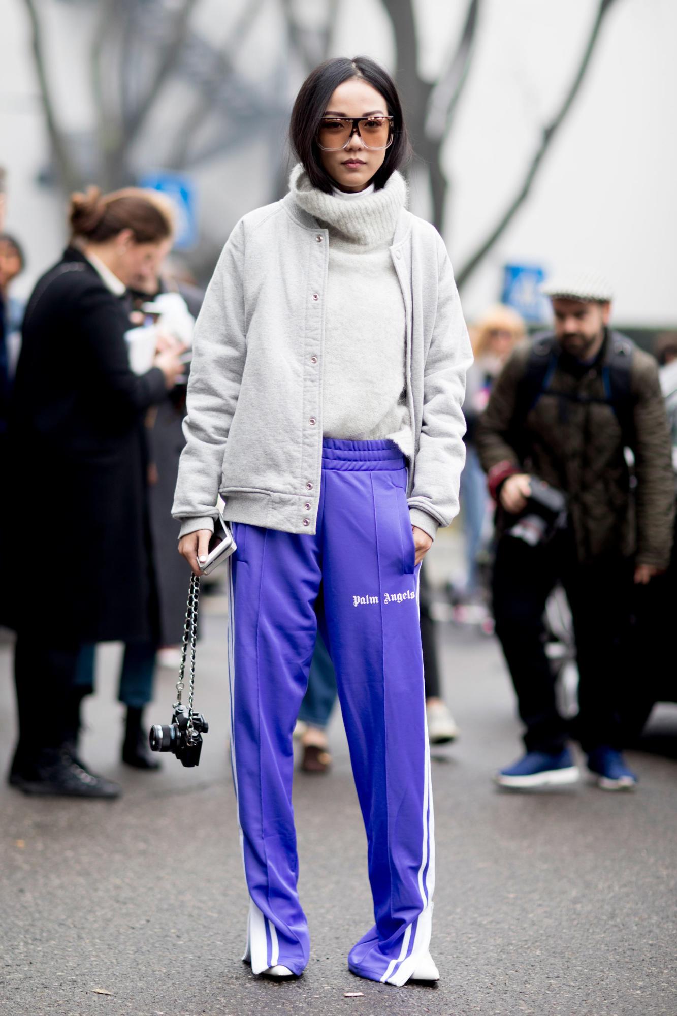 899a0d0e445e С чем носить фиолетовые брюки женщине? Модные луки (33 фото ...