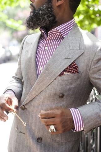 Как и с чем носить: серый двубортный пиджак, пурпурная классическая рубашка в вертикальную полоску, темно-красный нагрудный платок в горошек