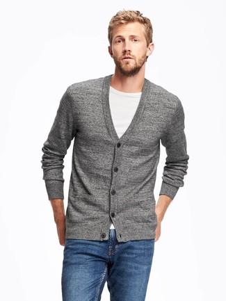 73b6003281f0 Как носить серый кардиган с синими джинсами мужчине? Модные луки (60 ...