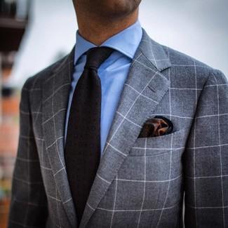 Как и с чем носить: серый костюм в клетку, голубая классическая рубашка, темно-серый галстук с принтом, темно-зеленый нагрудный платок с принтом