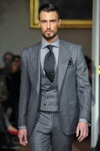 Как и с чем носить: серый костюм-тройка, серые классические брюки, черный галстук, черный нагрудный платок