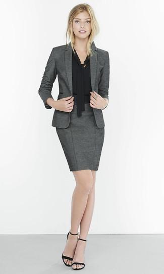 Черная блузка и серая юбка
