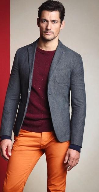 Как David Gandy носит Серый шерстяной пиджак, Темно-красный свитер с круглым вырезом, Оранжевые брюки чинос