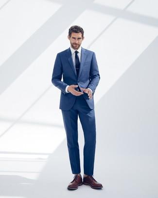 Как и с чем носить: синий костюм, белая классическая рубашка, коричневые кожаные броги, темно-синий галстук