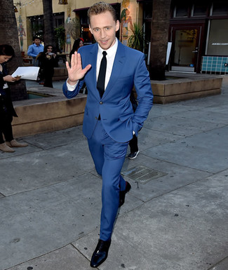 Модный лук: Синий костюм, Белая классическая рубашка, Черные кожаные оксфорды, Черный галстук