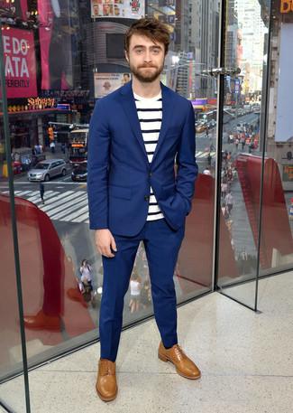 синий костюм бело темно синяя футболка с круглым вырезом в горизонтальную полоску светло коричневые кожаные оксфорды large 21961