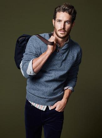 Как и с чем носить: синий свитер с отложным воротником, бело-красно-синяя рубашка с длинным рукавом в шотландскую клетку, темно-синие вельветовые джинсы, темно-синяя большая сумка из плотной ткани