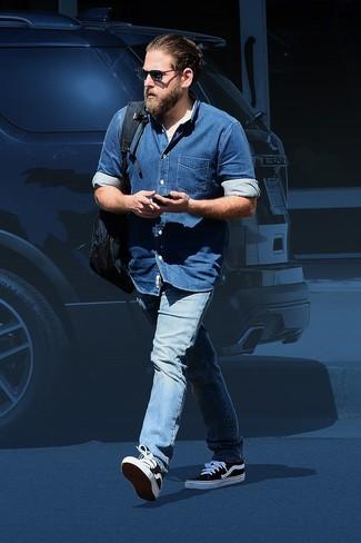 синяя джинсовая рубашка голубые джинсы черно белые низкие кеды large 26287