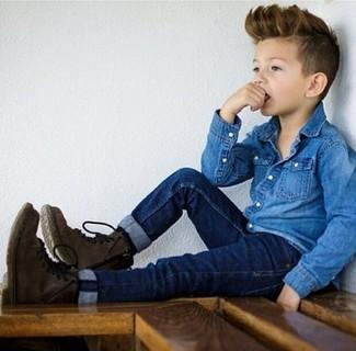 Как и с чем носить: синяя джинсовая рубашка с длинным рукавом, темно-синие джинсы, темно-коричневые ботинки