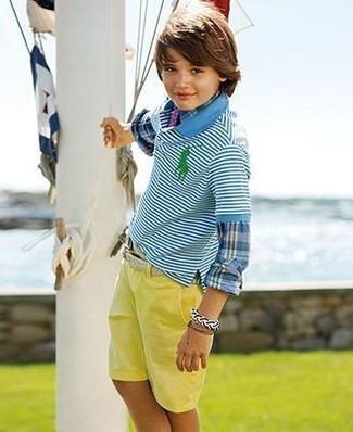 Как и с чем носить: синяя рубашка с длинным рукавом в шотландскую клетку, бирюзовая футболка-поло в горизонтальную полоску, желтые шорты