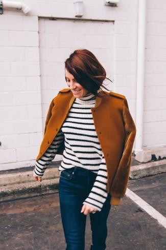 Модные женские луки 2020 фото: Табачный шерстяной бомбер и темно-синие джинсы скинни — must have предметы в гардеробе женщин с отменным чувством стиля.